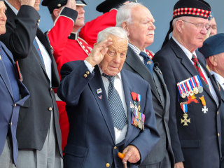Veterans and world leaders gather to mark 75th anniversary of D-Day