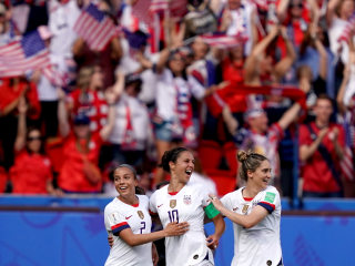 U.S. beats Chile 3-0 to secure knockout spot; Carli Lloyd sets record with goal streak
