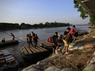 Senate panel approves emergency aid for migrant refugees