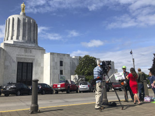 Militia threat shuts down Oregon Capitol amid walkout by Republican lawmakers