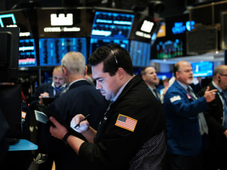 Dow falls for third straight day as Wall Street mulls chance of rate cut