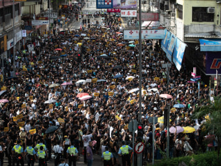 Hong Kong protests target China border as demands for change evolve