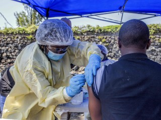 Ebola spread to east Congo's Goma massively raises risk