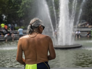 Heat waves fall hardest on poor and elderly, experts say
