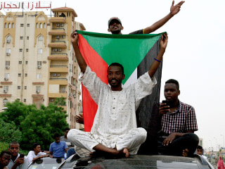 Sudanese activists, army finalize power-sharing deal after coup and mass protests