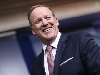 Sean Spicer's 'Dancing with the Stars' casting criticized by host Tom Bergeron