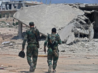 Militants pull out of key town in Idlib as Russian-backed Syrian troops press on