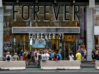 Clothing store Forever 21 weighs bankruptcy filing