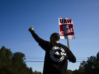 General Motors, United Auto Workers agree on tentative deal to end four-week strike
