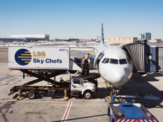 Airline catering workers in Phoenix say food is getting too hot on the tarmac