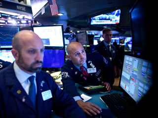 Dow plunges by almost 600 points on mounting recession fears
