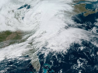 'Bomb cyclone' leaves hundreds of thousands without power in Northeast, winds up to 88 mph