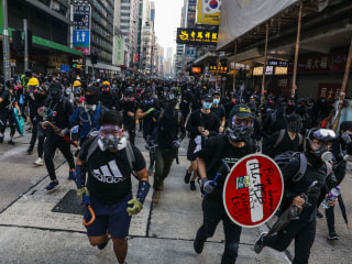 Hong Kong protesters set up roadblocks, clash with police as unrest continues