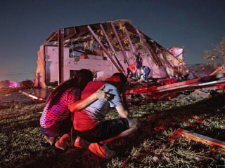 Tornado rips through Dallas, plunging tens of thousands into darkness