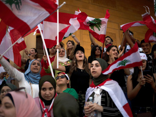 Lebanese banks shut for 5th straight day as anti-government protests grow