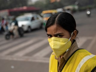 India's capital New Delhi restricts cars as residents choke on toxic smog