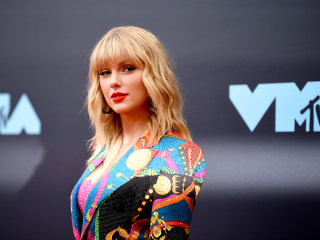 Taylor Swift says Scooter Braun and former label won't let her perform hits from past