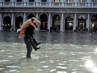 More flooding expected even as Venetians mop up, wring out after high tide