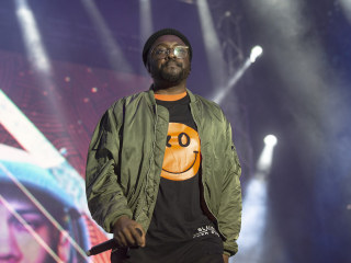 Will.i.am. called Qantas flight attendant racist, airline will back her if she sues him