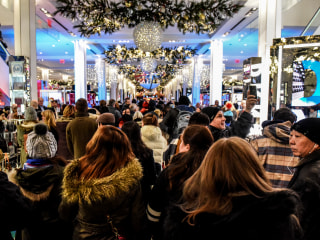 Holiday hiring wars heat up as retailers fight for scarce talent