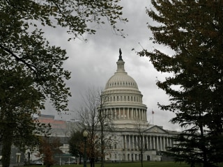 Congress nearing deal on paid parental leave for government workers
