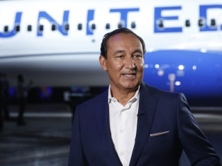 United's Oscar Munoz to step down as CEO