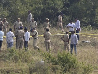 Indian police kill four men suspected of vet's rape and murder, drawing cheers