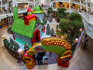 Santa Claus visits are going digital, from 'elfies' to augmented reality