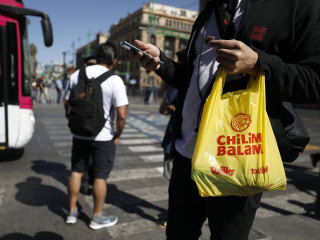 As Mexico City's plastic bag ban takes effect, some rethink old ways of carrying things