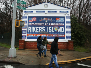 6 guards, 15 others charged in Rikers Island bribery case