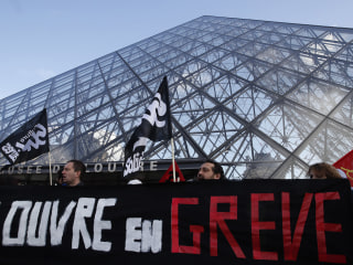 Art lovers locked out of Louvre as staff join pension strikes in Paris
