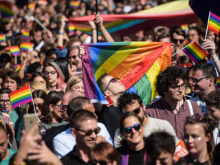 Lesbians more accepted than gay men around the world, study finds