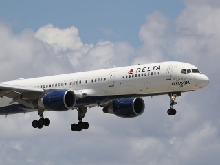 Delta to give workers two months' extra pay, a total of $1.6 billion in bonuses