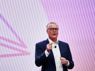 Airline passengers should ask before they recline, Delta CEO says after seat-punching video
