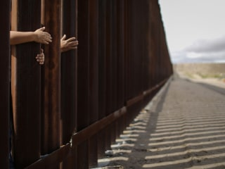 Pregnant Guatemalan woman dies after fall from border wall