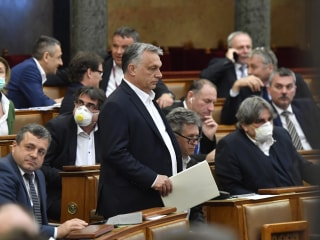 Hungary approves extra government powers, with no end date