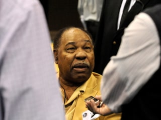 Bobby Mitchell, NFL Hall of Famer and the Washington Redskins' first black player, dies at 84