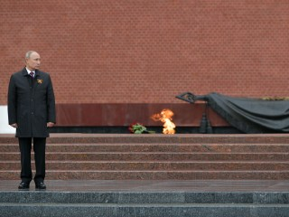 With parade postponed and coronavirus cases rocketing, Putin pays a somber tribute to WWII dead