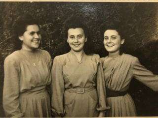 Holocaust survivor reunites with family of U.S. soldier who left her life-changing note