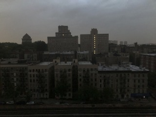 Power outage briefly plunges parts of New York into darkness, delays trains