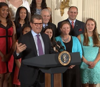 Obama Welcomes the UCONN Women's Bball Team to the White House