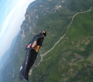 'Human Arrow' Flies Through Target on China's Great Wall
