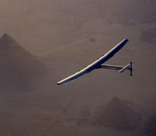 Watch Solar-Powered Plane Cruise Above Cairo's Pyramids