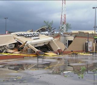 Video: Tornado flattens a Starbucks in Indiana
