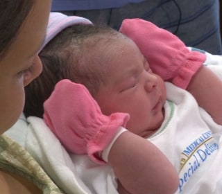 Woman Delivers Baby on Texas Highway