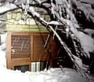 Rescuers Battle Heavy Snow to Reach Hotel Buried by Avalanche