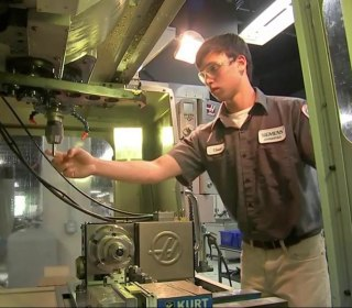 For Siemens and Other Companies, Apprentice Programs Seen as Alternative to College