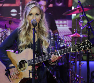 Country Music Artist Jessie Chris Performs 'Burn' on TODAY