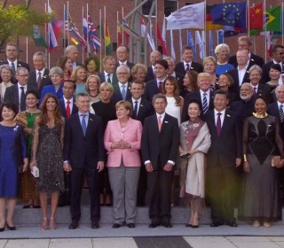 Leaders and Spouses Gather for G-20 Group Photo