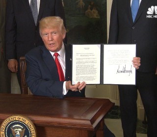 Trump Signs Memo to Probe China's Trade Practices